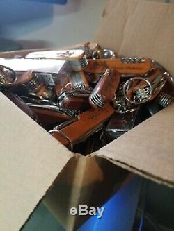 OVER 18 POUNDS OF TSA Confiscated Pocket Knives TOURIST GIFT SWISS ARMY STYLE